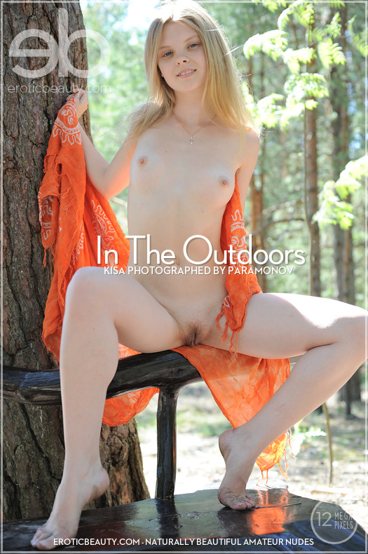 Erotic Beauty - Kisa in In The Outdoors