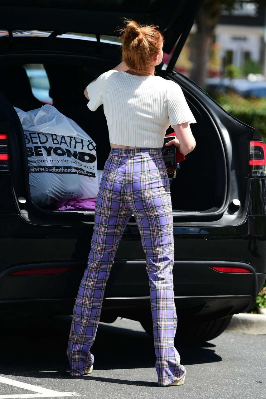 Ariel Winter Booty, Outside Bed Bath and Beyond in Studio City