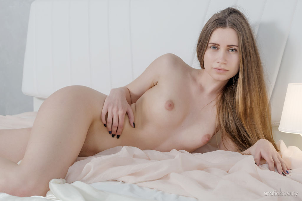 Erotic Beauty - Lady Di in Smooth As Silk