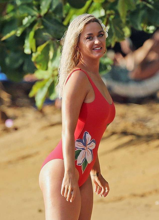 Katy Perry Booty, Shooting a New Music Video on the Beach in Hawaii