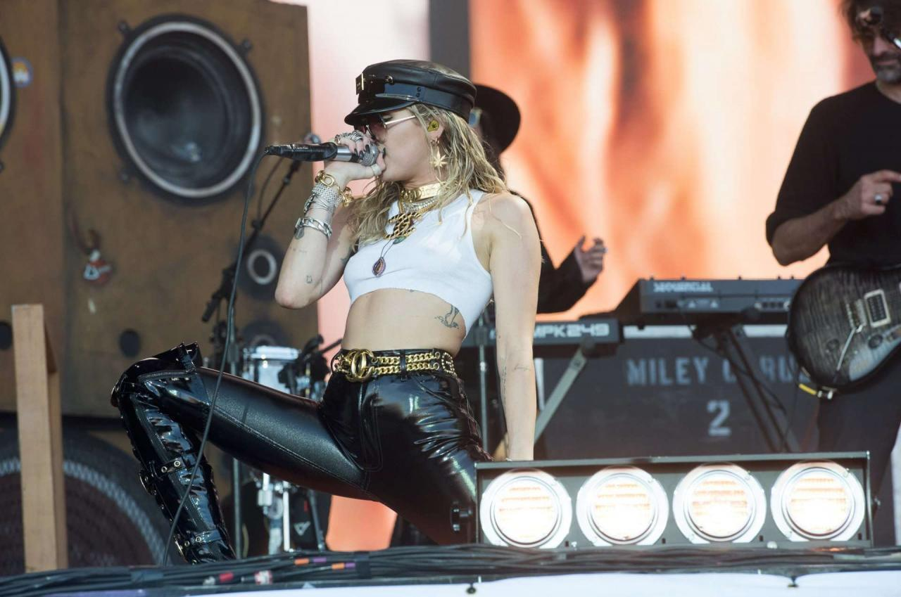Miley Cyrus Performing Braless on the Pyramid Stage at Glastonbury Festival [Adds]
