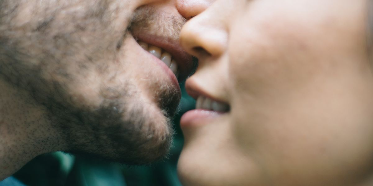 People Reveal the Worst Things That Have Happened While Kissing