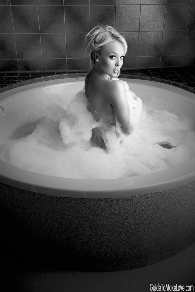 Who knew Jorgie Porter looked great as a '50s pin up?